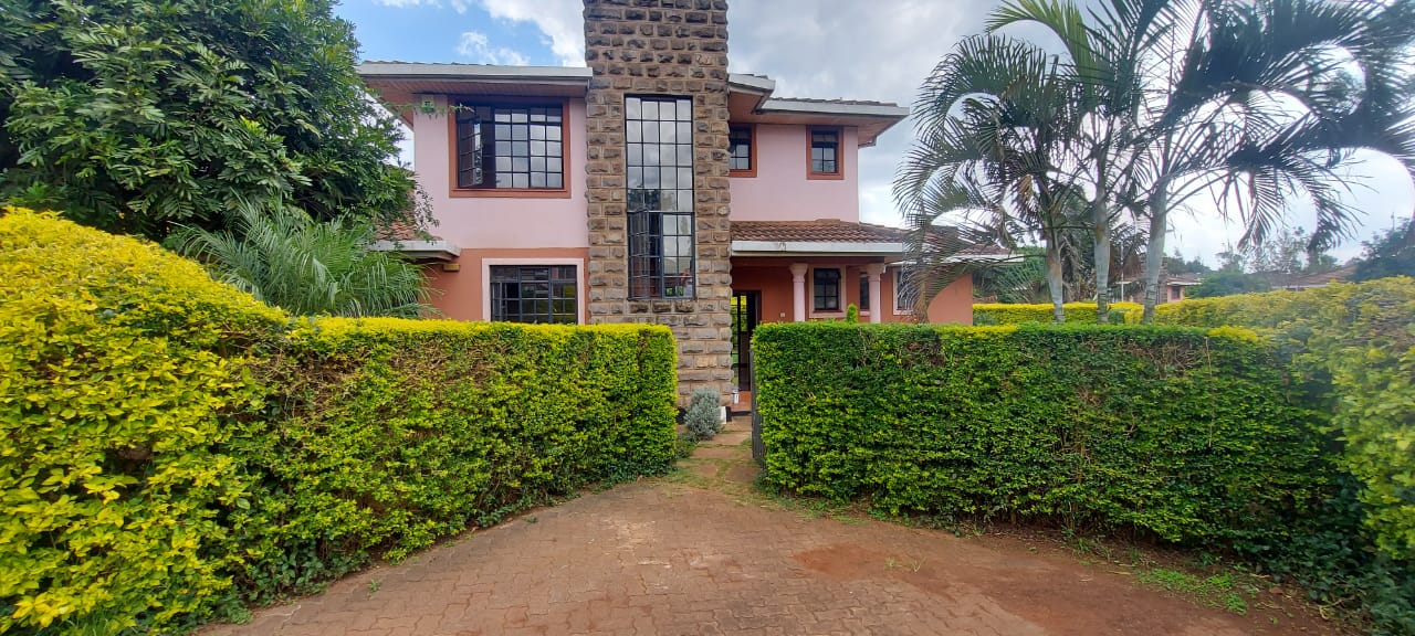 4 Bedroom Villa With DSQ For Sale